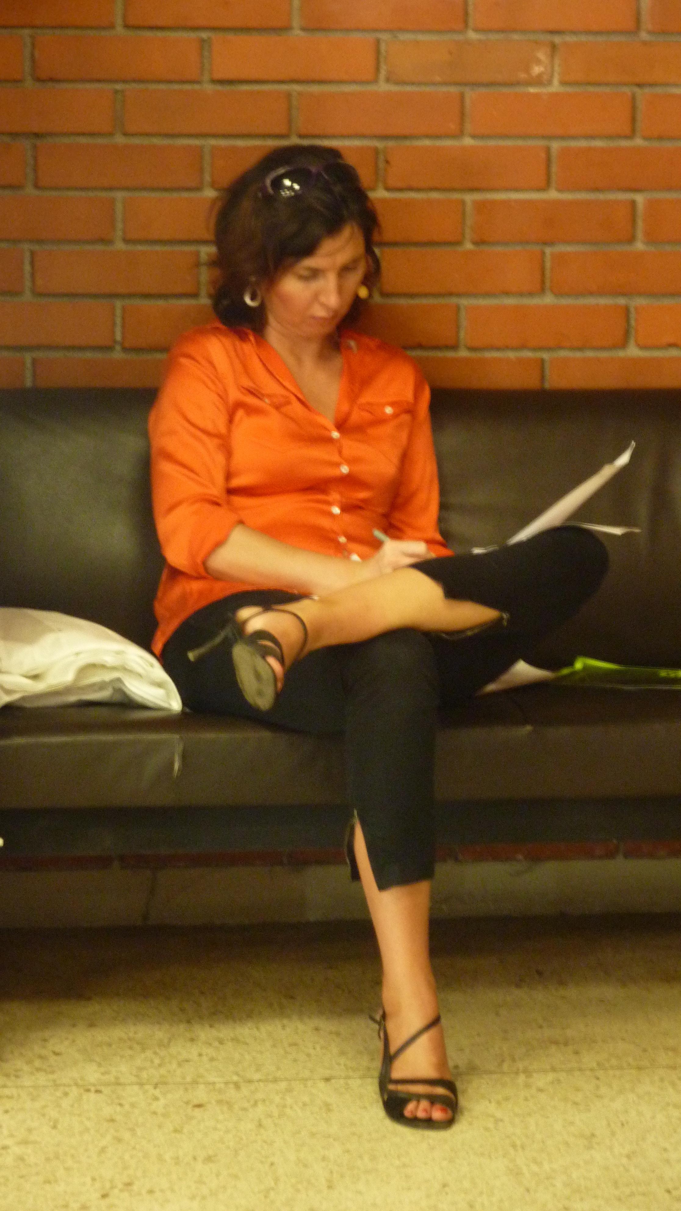 Erica zögert nicht, Sie zu Reiten starkes Schwanz bei der Arbeit